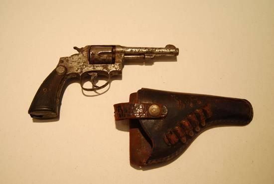 缴获国军左轮手枪